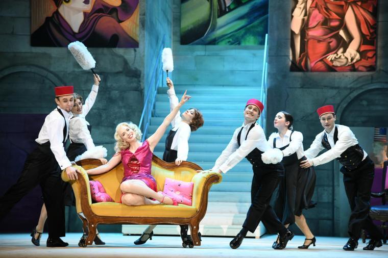 csm_06_Stadttheater_Bremerhaven-DIE_HERZOGIN_VON_CHICAGO-Foto_Heiko_Sandelmann_fcf89a05fc.jpg