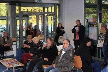 """05 Auszüge aus """"tschik"""" von Wolfgang Herrndorf - Aktion zum Bundesweiten Vorlesetag in der KFZ-Zulassungsstelle, Osterholz-Scharmbeck am 11.11.2014"""